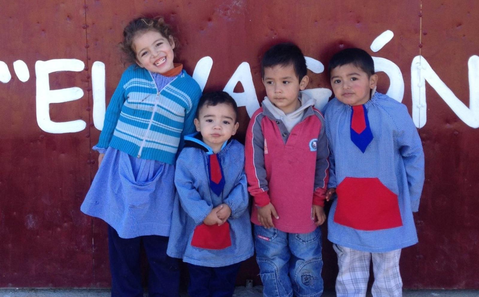 南米アルゼンチンの幼い子供たち